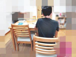 中学生の勉強姿